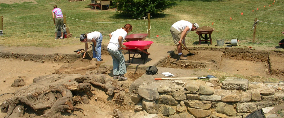 What should be taught in an archaeology field school?